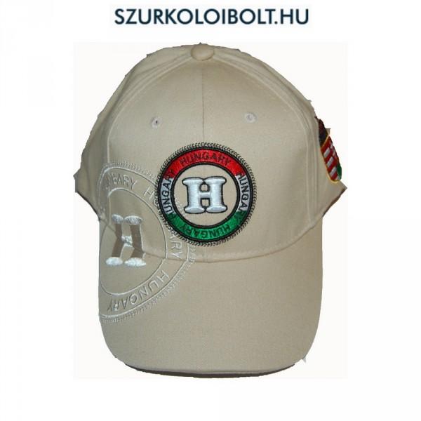 Hungary Baseball - baseballsapka Hungary felirattal (magyar válogatott  szurkolói termék) (bézs). Magyar baseballsapka háromdimenziós hímzéssel ... d0fc81d694